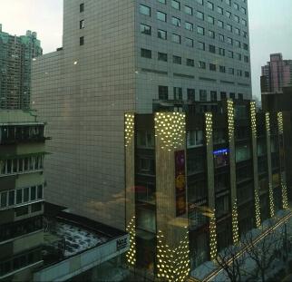 אומנות על בניין זכוכית