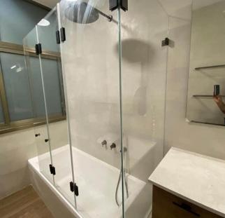 אמבטיון זכוכית (1)