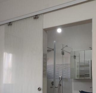 דלת זכוכית לחדר אמבטיה