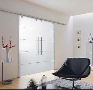 דלת זכוכית מעוצבת בהדפס קרמי
