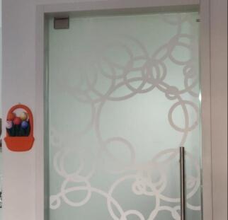 דלת זכוכית מעוצבת מעגלים