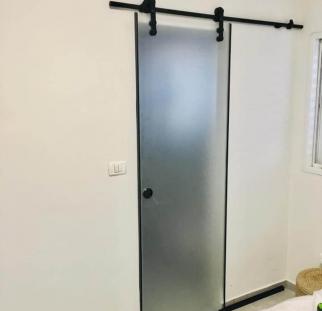 דלת זכוכית הזזה  (1)