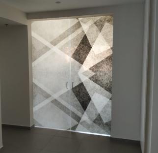 דלת זכוכית מעוצבת