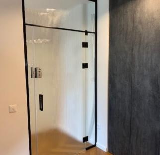 דלת זכוכית מעוצבת למשרד (2)-min