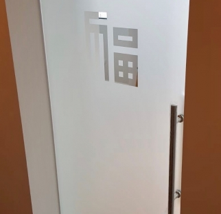 דלת זכוכית מעוצבת-min