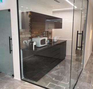 דלת זכוכית  (2)