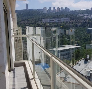 הגבהה מעקה למרפסת גדולה