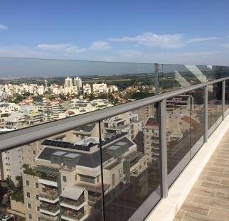 הגבהה מעקה מזכוכית למרפסת  (22)