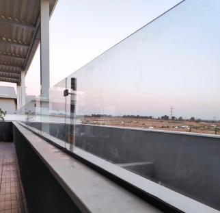 הגבהת מעקה זכוכית (3)