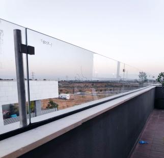 הגבהת מעקה זכוכית (4)