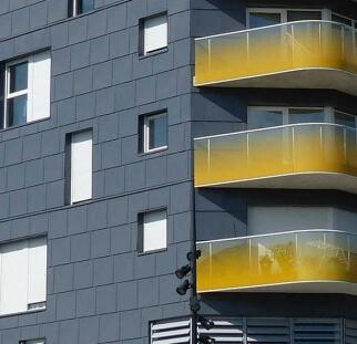 הדפסה קרמית על זכוכית חיפוי מבנה ציבור