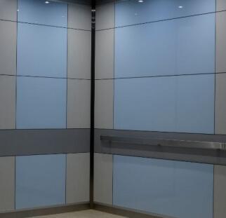 הדפס של חיפויי קרמי במעלית