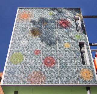חיפויי קירות במבני חוץ בעיר