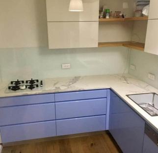 חיפוי מטבח זכוכית לבן מבריק  (1)