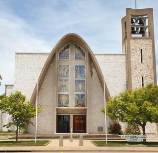 חיפוי קירות חוץ בכנסיה