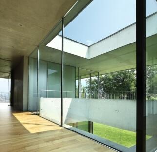 מחיצות זכוכית מעוצבות  (1)