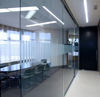 מחיצות זכוכית מעוצבות  (37)