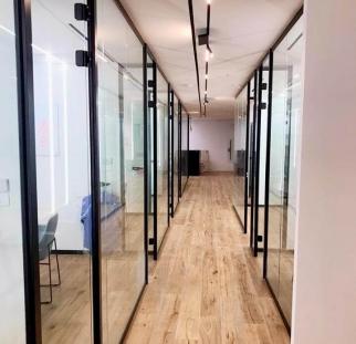 מחיצות זכוכית במשרד  (2)