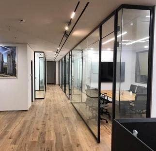 מחיצות זכוכית במשרד  (3)