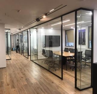 מחיצות זכוכית מעוצבים למשרד  (4)