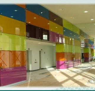 מעליות צבעוניות