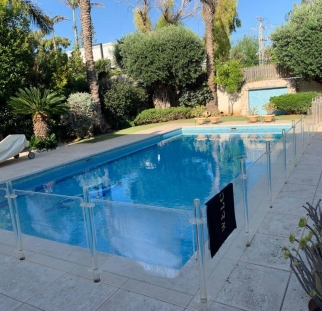 מעקה זכוכית לבריכה (8)