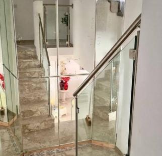 מעקה זכוכית למדרגות (2)