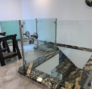 מעקה זכוכית למדרגות (4)
