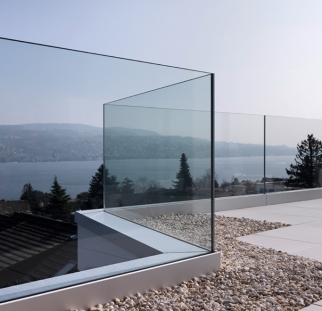 מעקה זכוכית למרפסת הבית