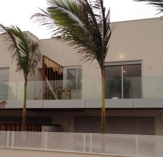 מעקה זכוכית מעוצב למרפסות