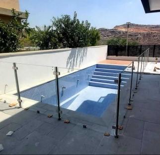 מעקה לבריכה בבית פרטי (3)