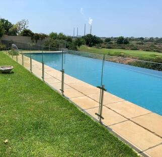 מעקות זכוכית לבריכה יוקרה - קיסריה  (4)