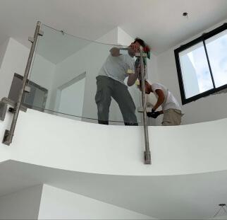 מעקות זכוכית למדרגות  (5)
