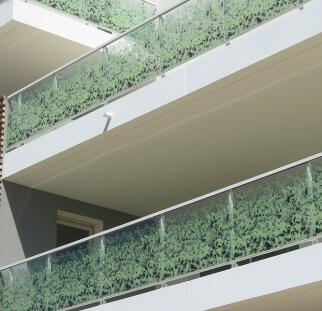 מעקות זכוכית מעוצבים שמותאמים בעיצוב אישי