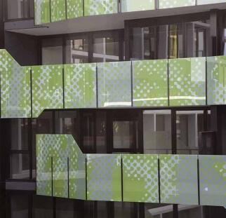 מעקות זכוכית מעוצבים