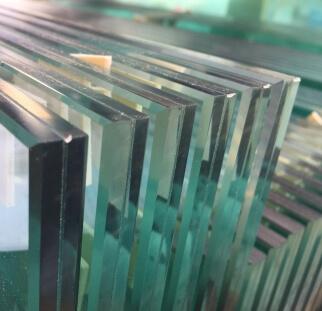 מעקות למדרגות מזכוכית בדופלקס  (7)