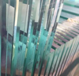 מעקות למדרגות מזכוכית בדופלקס  (8)