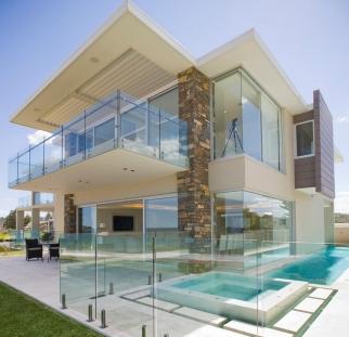 מעקות זכוכית לכל הבית