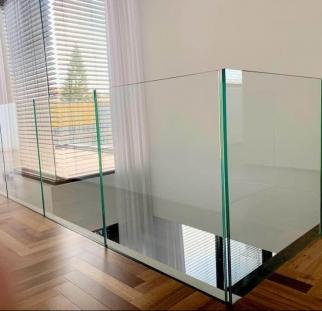 מעקות זכוכית למדרגות על מנטים (15)