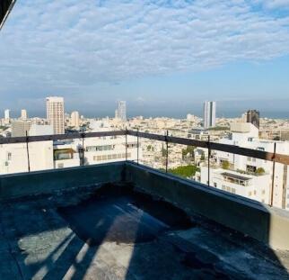 מעקות זכוכית למרפסת  (9)