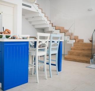 מעקות זכוכית שולחן כחול