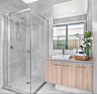 מקלחון בחדר האמבטיה