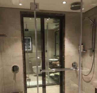 מקלחון סגור