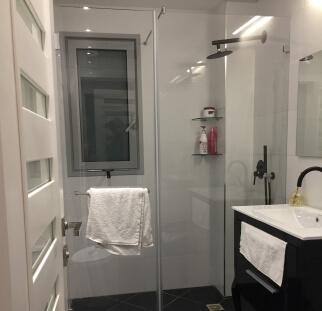 מקלחון קבוע ימין ודלת