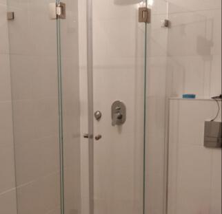 מקלחון 2 קבועים ו2 דלתות  (2)