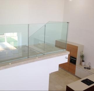 עיצוב קומה שניה בבית עם זכוכית