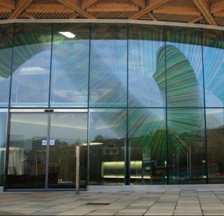 קיר זכוכית מעוצב