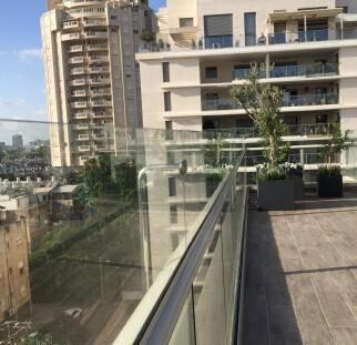 הגבהה מעקה מזכוכית למרפסת  (21)