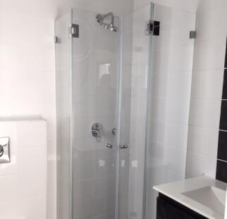 2 מקלחון פינתי סגור
